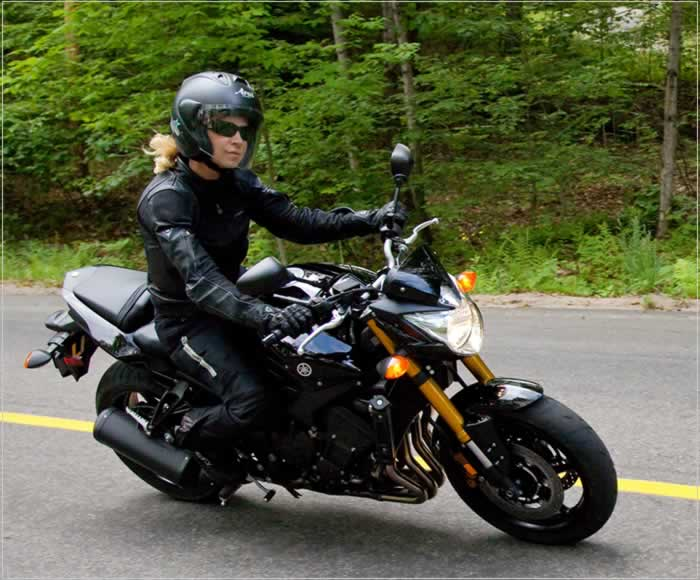 Yamaha FZ8 on Motoress