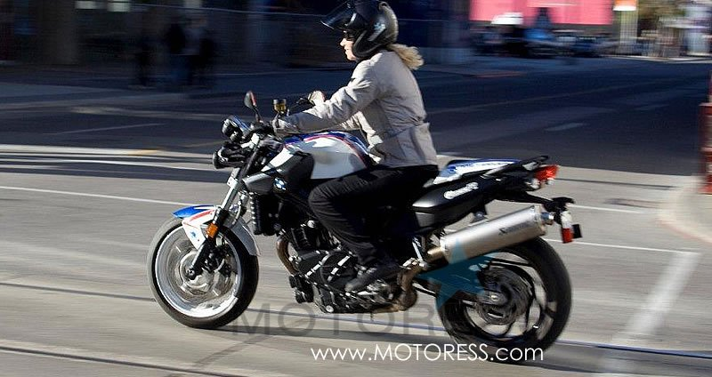 Bmw F800r Chris Pfeiffer Replica Ride Review Woman