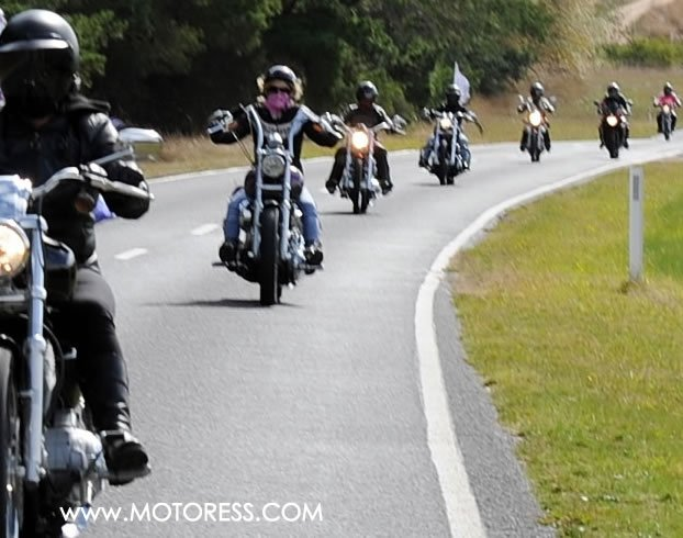 Guide to Motorcycle Group riding on MOTORESS