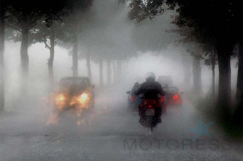 Riding Your Motorcycle in Heavy Rain - MOTORESS