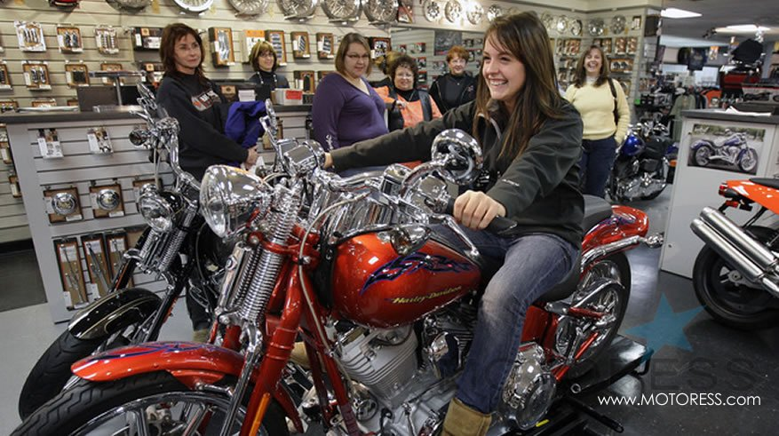 Harley-Davidson Garage Party for Women who Want To Ride - MOTORESS