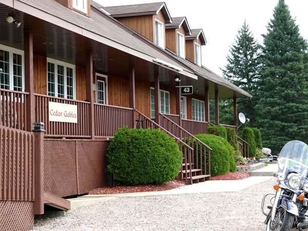 Cedar Gables Lodge - Touring Lake Temiskaming