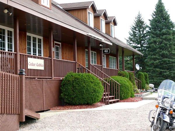 Cedar Gables Lodge - Touring Lake Temiskaming