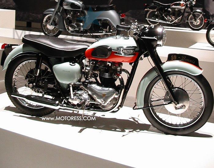 Legendary Triumph Bonneville on MOTORESS