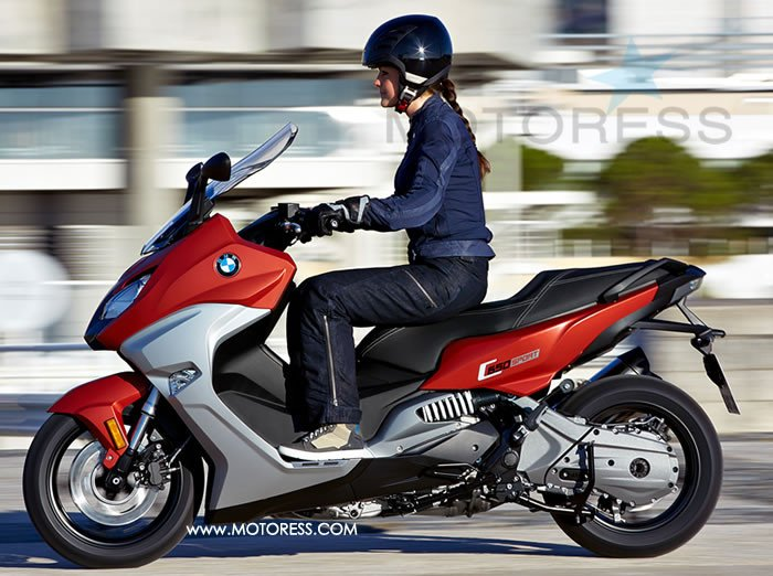 bmw c 650 sport and c 650 gt maxi scooters sports touring and urban cruising woman motorcycle. Black Bedroom Furniture Sets. Home Design Ideas
