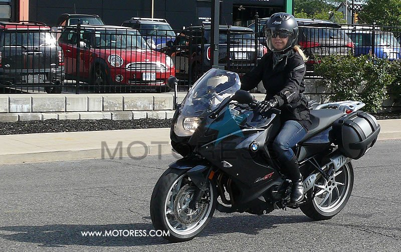 BMW F800 GT Motorcycle Ride Review on MOTORESS