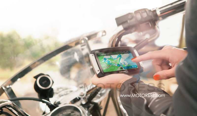 Motorcycle GPS Navigation TomTom Rider 400 | Woman