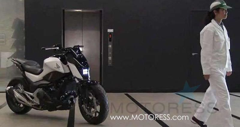 Honda Riding Assist Self Balancing Motorcycle - MOTORESS