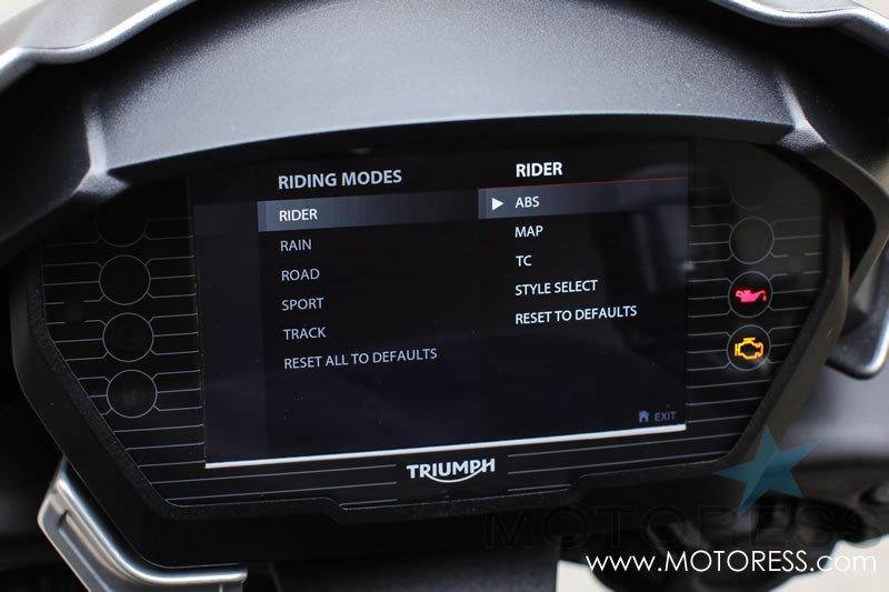 Triumph Street Triple RS on MOTORESS