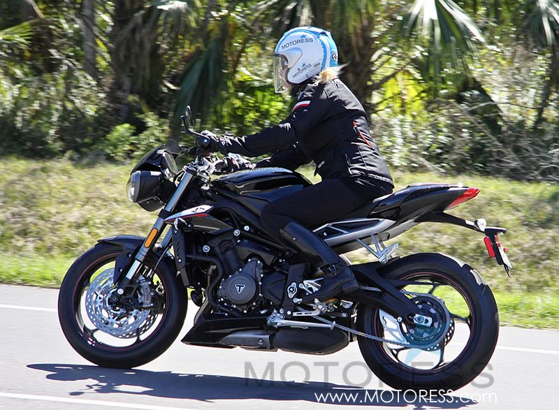 Triumph Street Triple RS on MOTORESS