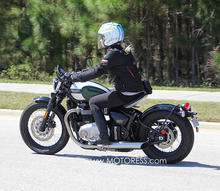 Triumph Bobber - MOTORESS