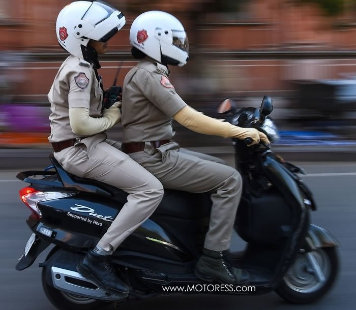 Delhi Introduces Women's Police Motorcycle Squad - MOTORESS