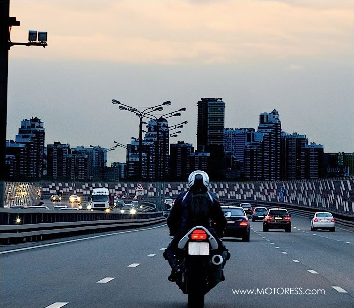 Riding on the Expressway - MOTORESS