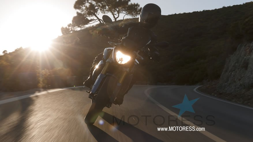 BMW G 310 R Motorcycle Ride Review - MOTORESS